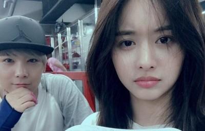 李洪基(左)曾与女友韩宝凛合照晒恩爱。