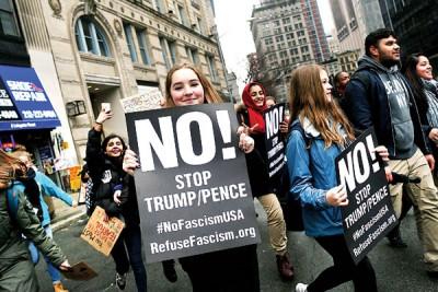 纽约数百名中学生上街抗议特朗普之入境禁令。(法新社照片)
