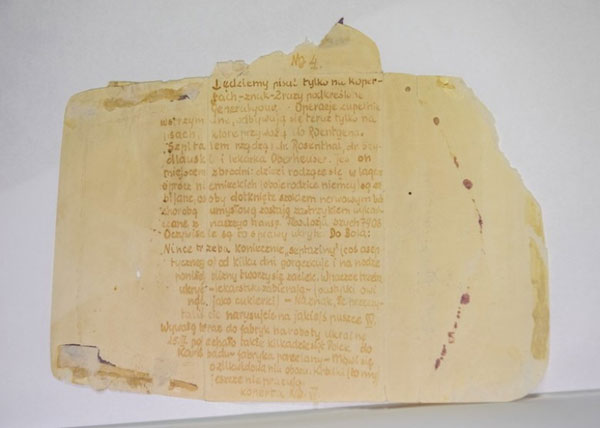 信件以尿液充当隐形墨水,书写纳粹德军对囚犯所作的不人道人体实验。