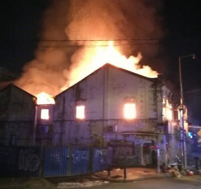 凌晨一场大火,烧毁西冷路5间店屋,损失惨重。