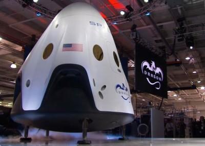 """客人拿乘坐""""上2项目""""载人太空舱。"""