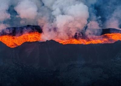 巴达本加火山早年一度爆发。