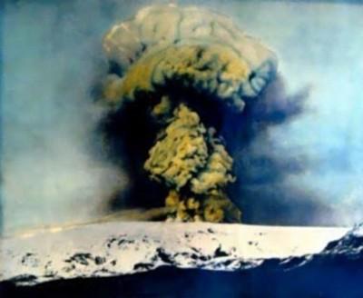 卡特拉火山开始活跃,贪图为该火山于1918年爆发情况。