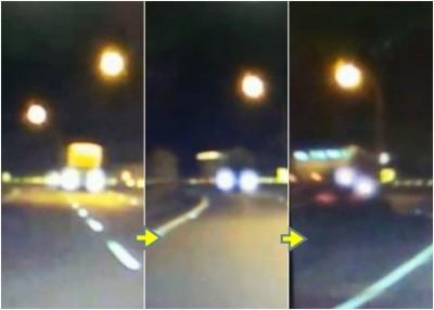 肇事旅游巴士驶通过急弯时疑未发生减速,末了翻落路边。