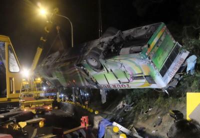 即批车祸造成深重死伤,事发时车上大部分乘客都没有看安全带。