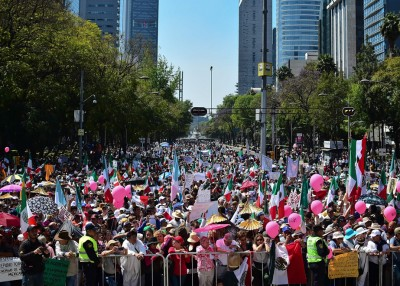 大众游行要求尊重墨西哥及该国的移民方针。(法新社照片)