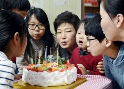 朴槿惠冷清度过65岁生日。