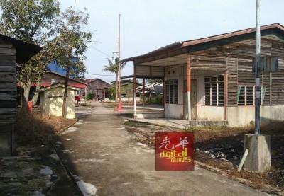 大直弄是个寂静的渔村,很多村屋已空置无人。