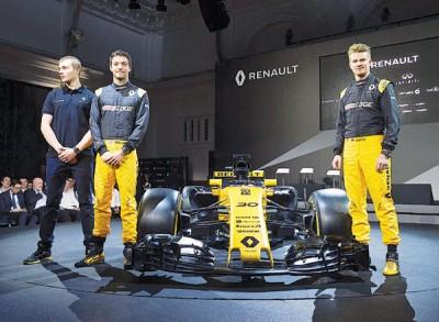(左起)雷诺预备车手皮埃尔-盖斯利、帕尔默和霍肯伯格与车队新车R.S.17共同亮相。