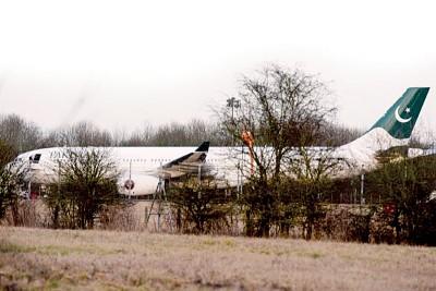 涉事客机停泊在斯坦斯特德机场。
