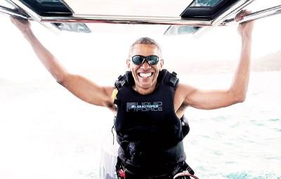 欧巴马到岛屿度假,大玩风筝冲浪。(法新社照片)