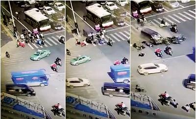 客货车从后打摩托车,致使多人口伤亡。