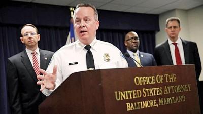 巴尔的摩警察总长(遭逢)怪犯罪行为如同黑帮。