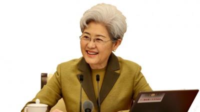 大会发言人傅莹就大会议程和人大工作相关的问题回答中外记者的提问。(新华社照片)