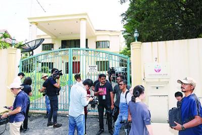 朝鲜驻马大使馆已成为许多媒体常驻的采访地点。