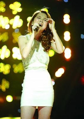 在场第2季《自身是歌手》于邓紫棋成打入中国市场,身价也高涨,《泡沫》凡是其的参赛代表作。