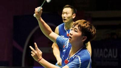 张楠/李茵晖打败队友,拿下混双冠军。