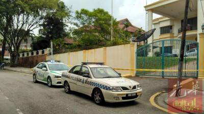 些微部警车停在使馆外,取缔大使馆内的口去。