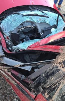 甜津津布尔的汽车严重损毁。