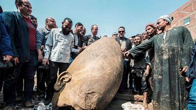数以十万计考古学家及埃及官员与。