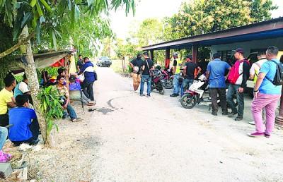 玻州反毒机构与边境安全局在住家式毒窝展开取缔行动。