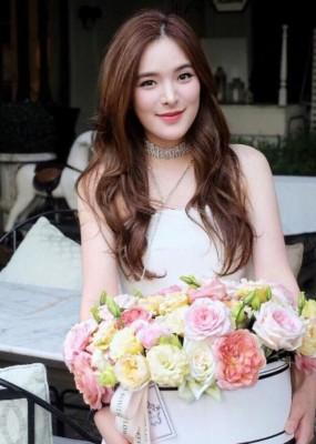 素他达为泰国当红女星。