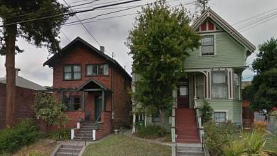 两间房屋历史悠久。
