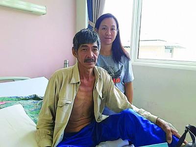 患上胃癌的铁匠李如有及妻子冯淑香希望大家能助他们一家渡过难关。