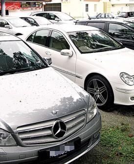 二手进口车商及二手车商在经营二手车生意上,面对市场挑战。(档案照)