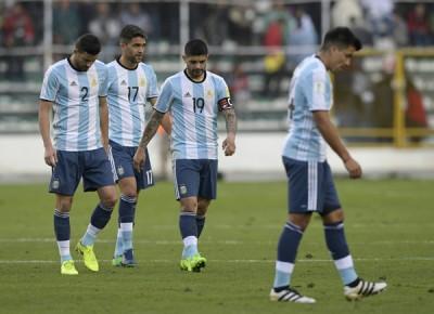 未曾梅西,阿根廷客场0正如2无亚于玻利维亚,赛后,球员个个垂头丧气步离球场。