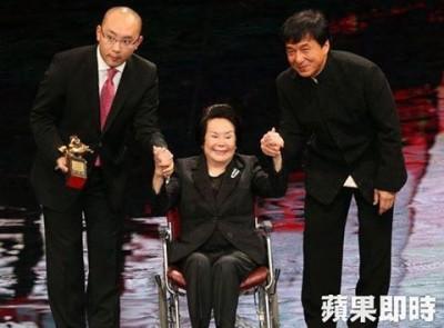李丽华前年在台湾举办的金马奖公开路面,获颁终身成就奖。