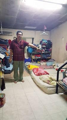 梁日洲与妻子及4名孩子共住一睡房。