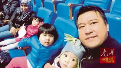 阿兹系统(右)、爱人及3称男女,现阶段身在朝鲜,决不能离境。