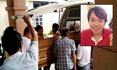 殡葬业者把死者遗体送往邱公司殡仪馆设灵。