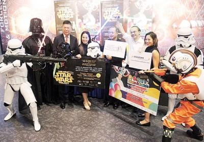 大马国际家庭日演出记者会,左三起吴乃庆、李恩恩、罗兴强、邝云龙、魏燕燕。