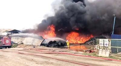 浮罗布隆垃圾场资源回收中心周三下午1时许发生大火,这场大火也导致垃圾运输暂时中断。