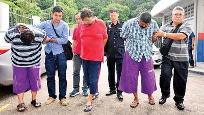 3称涉案男子被警署带到新山推事庭申请延扣。