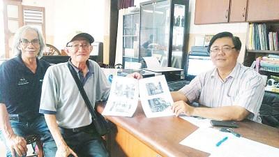 邓培光(面临)以古迹协会主席叶添荣(右)跟哈林(左)伴下召开记者会。