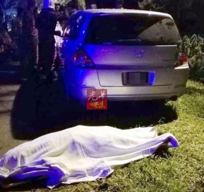 谢明德独自驾车返家,也以麻坡巴力阿末路段失控撞向道其他大树,当场毙命。
