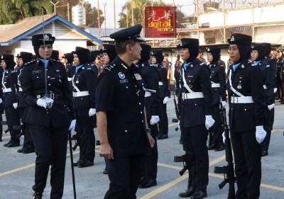 颜天记出席2017年第210届警察日庆典进行检阅。