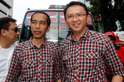 锺万学(右)如果赢了雅加达省长选举,他在2019年很有可能以佐科威副手之姿,搭档角逐副总统大位。