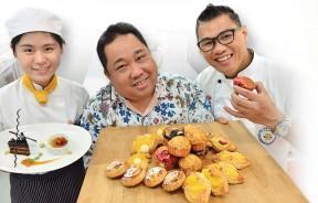 左起,梁祯鍹同学、美食达人张易雄及金厨烹饪厨艺学院院长李明胜。