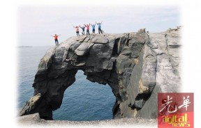 象鼻岩是游客爱拍照的旅游地点。