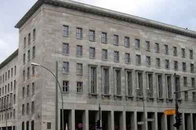 德国财政部大楼收到含有爆炸物的包裹。