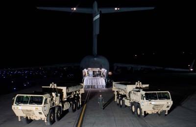 上周已有两台萨德系统的车载式发射架率先运抵韩国。(法新社照片)