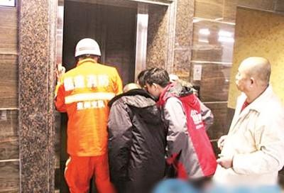 救救人员赶抵现场。