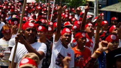 缅甸人民抗议政府赋予罗兴亚人公民权。