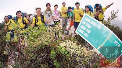 蔡英伟(左3)每年都会带队进入大汉山,不过两年前队友感染食肉菌的惊险情况,仍让他心有余悸。