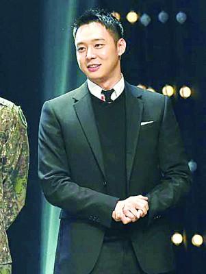 朴有天8月退伍,外传他将娶圈外女友。