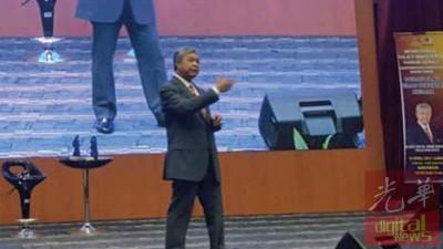阿末扎希在讲座会上提到,多源流的中学教育使学生没有交集,必须重新检验。